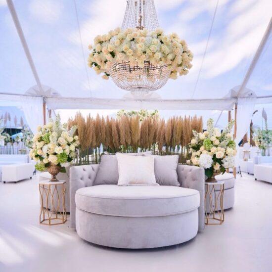 Kroonluchter Met Verse Bloemen Wedding 3 710x1058 1 550x550