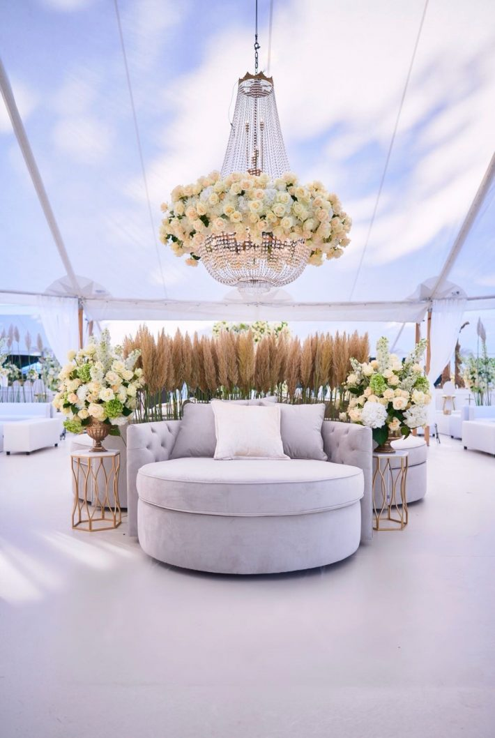 Kroonluchter Met Verse Bloemen Wedding 3 710x1058 1